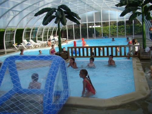 L 39 espace aquatique piscine chauff e couverte balneo for Camping normandie piscine couverte bord mer